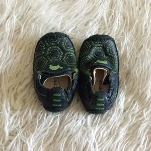 Stride rite baby shoes.